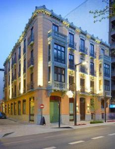2631759-Suites-Gran-Via-44-Hotel-Granada-Hotel-Exterior-1-DEF